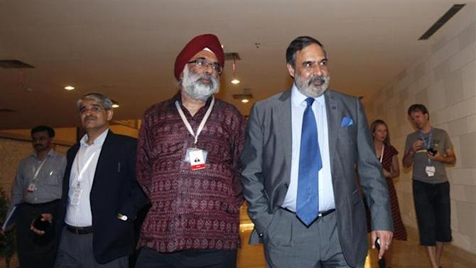 India's Trade Minister Anand Sharma (R) walks to a meeting at the ninth World Trade Organization (WTO) Ministerial Conference in Nusa Dua, on the Indonesian resort island of Bali December 7, 2013. REUTERS/Edgar Su
