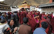 This file photo shows Tibetan Buddhist monks leaving a ceremony watched by Buddhist pilgrims at a monastery in Labrang, China&#39;s Gansu province, in 2008. A Tibetan man has died after setting himself on fire near a Buddhist monastery in Gansu, in the latest self-immolation protest against Beijing&#39;s hardline rule, according to a rights group