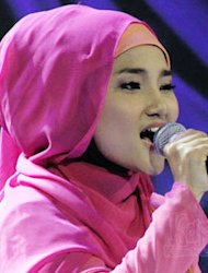 Video Fatin Shidqia Laris Manis di Youtube