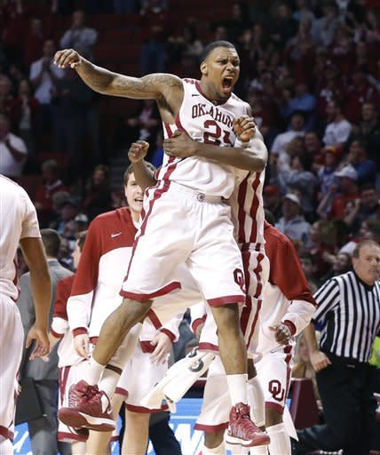 Sooners hand No. 5 Kansas 3rd straight loss, 72-66