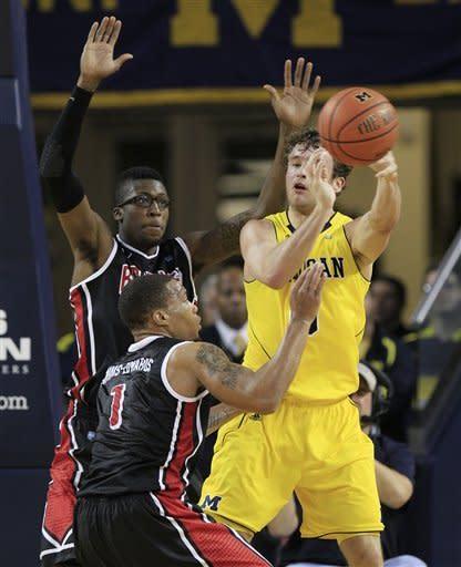 No. 20 Michigan pulls away to beat Bradley 77-66