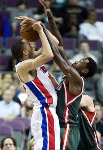 Bucks take care of Pistons 113-97