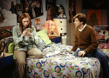 "Donna (Laura Prepon, L) and Eric (Topher Grace, R) face the anxiety of pregnancy on the ""Won't Get Fooled Again"" episode of Fox's That 70s Show"