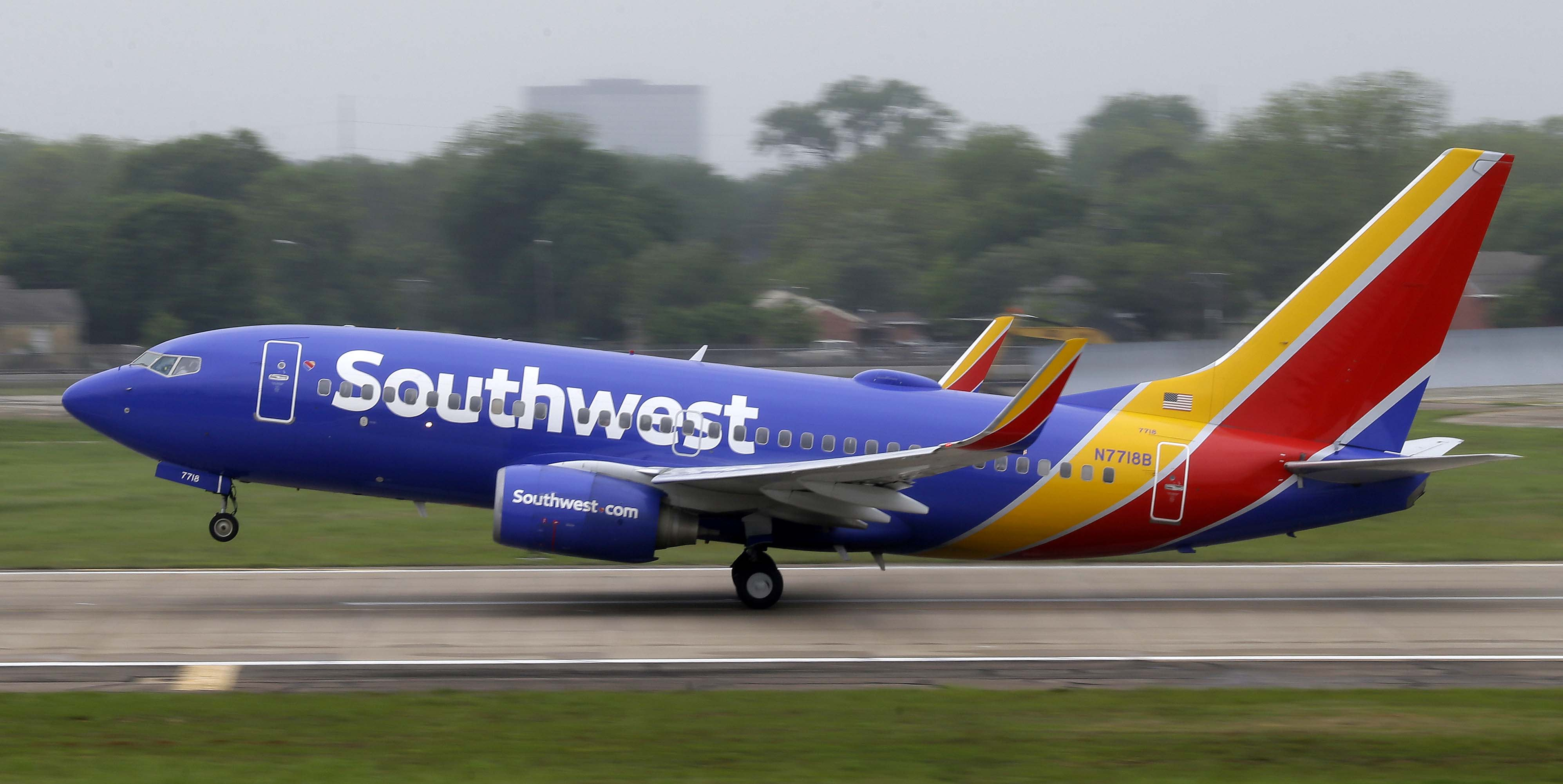 Southwest tops Street 1Q forecasts