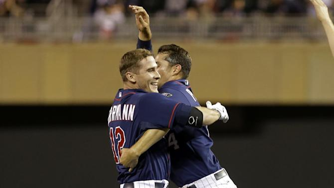 Herrmann's hit in 9th lifts Twins over White Sox