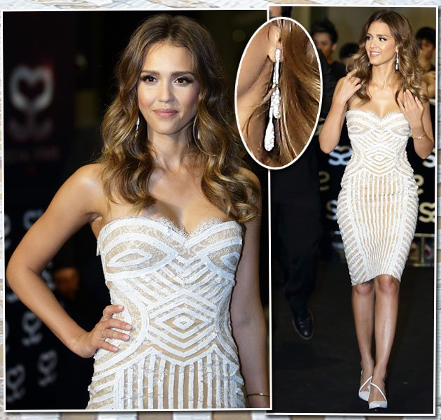 Jessica Alba in Singapur: So hot im weißen Low-Cut-Kleid (Bilder: Getty Images)