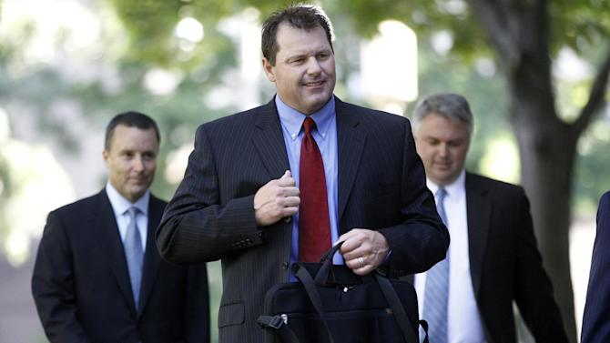 Former Major League Baseball pitcher Roger Clemens, center, arrives at federal court in Washington in Washington, Thursday, May 24, 2012. (AP Photo/Charles Dharapak)