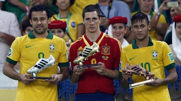 Spain's Fernando Torres (C), Brazil's Fred (L) and Neymar pose for pictures with their Golden Boot, Silver Boot and Bronze Boot trophies respectively after their Confederations Cup final match at the Estadio Maracana in Rio de Janeiro (Reuters)
