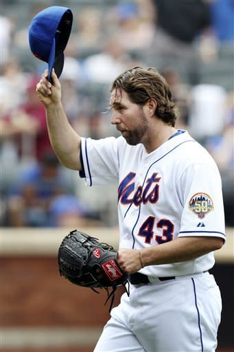 Dickey shuts down punchless Padres