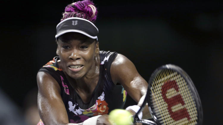 Venus Williams advances in Tokyo