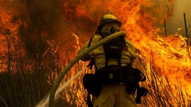 Nearly 2,000 firefighters battle California blaze