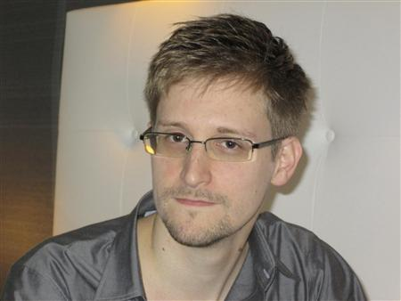 Contractor who leaked NSA files drops out of sight, faces legal battle - Yahoo! News Canada