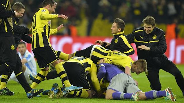 Borussia Dortmund celebrate after Felipe Santana's winning goal versus Malaga, Germany, April 9 2013 (AFP)