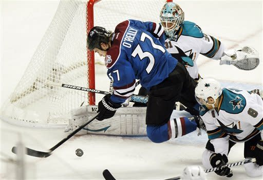 Varlamov leads Avalanche over Sharks 4-3 in SO