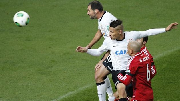 Paolo Guerrero (2nd R) of Brazil&#39;s Corinthians heads the ball to score against Egypt&#39;s Al-Ahly during their Club World Cup semi-final in Toyota (Reuters)