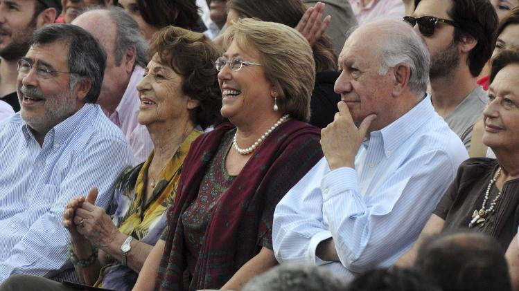 Chilean presidential candidate Bachelet of Nueva Mayoria (New Majority) her mother Angela, and former Chilean President Lagos attend her closing campaign rally in Santiago