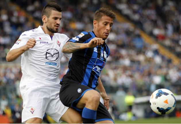 Atalanta's German Denis, of Argentina, right, and Fiorentina's Nenad Tomovic, of Serbia, vie for the ball during a Serie A soccer match in Bergamo, Italy, Sunday, Sept. 22, 2013