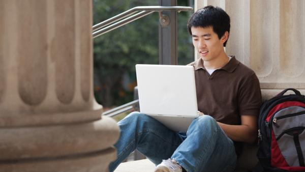 Find Scholarships for College, Student Loans With These Websites