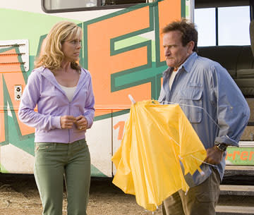 Cheryl Hines and Robin Williams in Columbia's R.V.