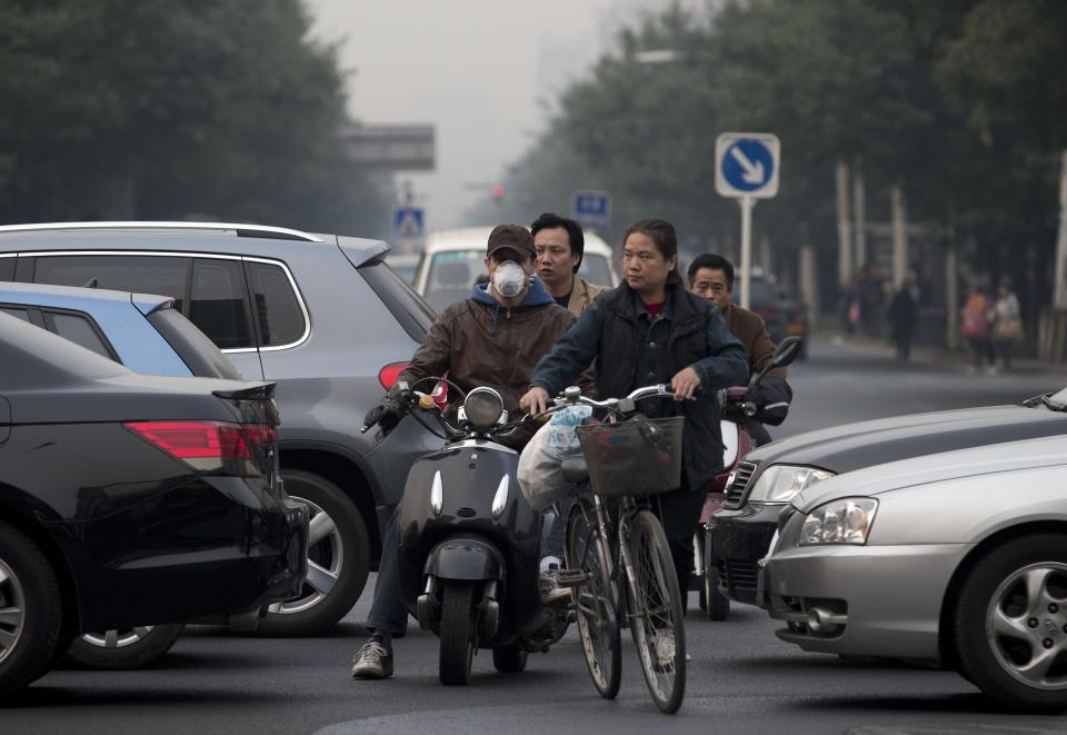 Beijing adopts new smog emergency measures