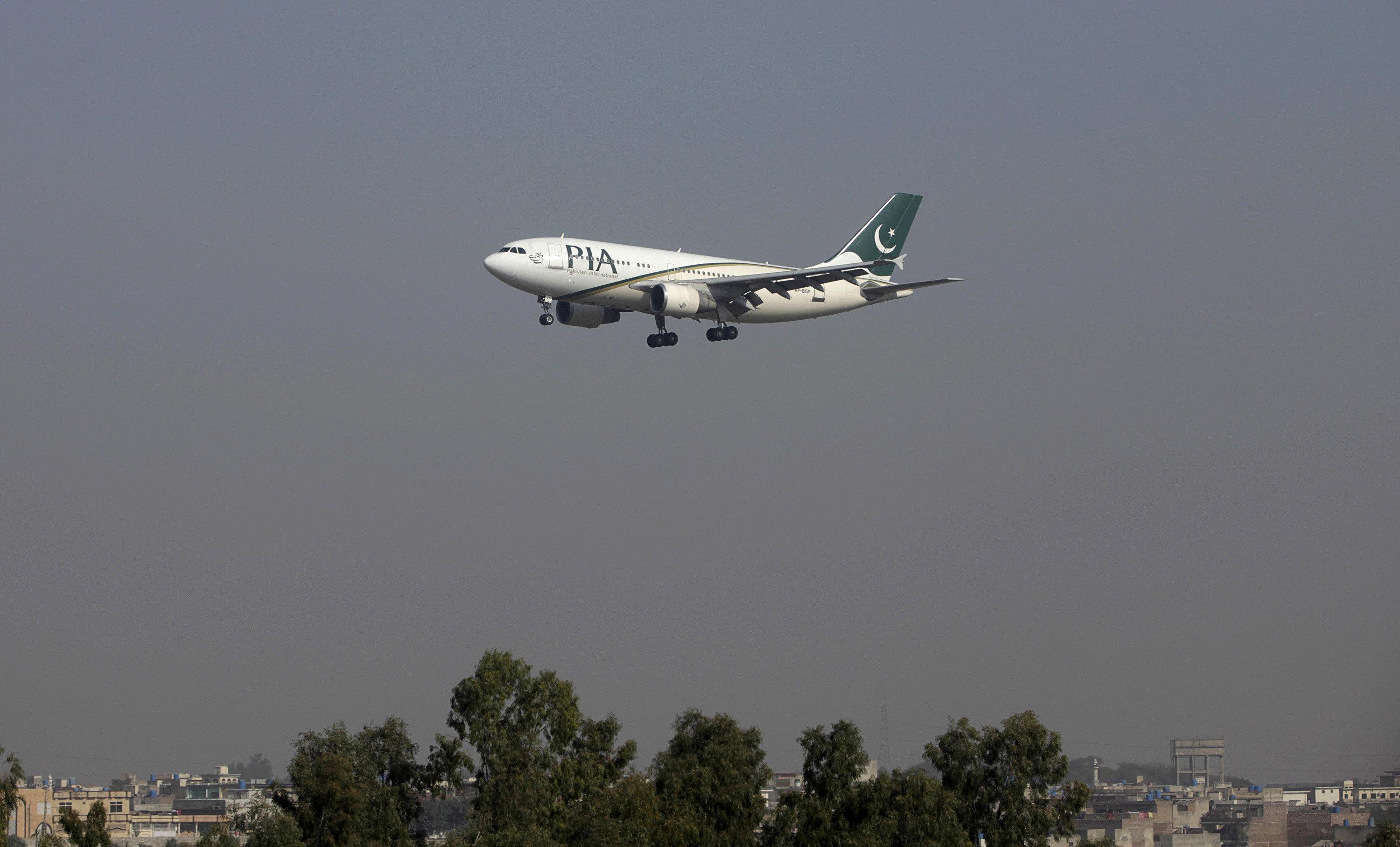 At least 36 dead in plane crash in Pakistan mountains