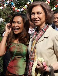 "Queen Sofia of Spain (R) with Somaly Mam in Phnom Penh in 2008. Mam's organisation, AFESIP, has been criticised for accepting sex workers picked up during Cambodian police round ups which HRW has said constitute ""arbitrary arrests and detentions of innocent people"""