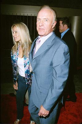 Premiere: James Caan with his wife at the Egyptian Theater premiere of Artisan's The Way of the Gun - 8/29/2000