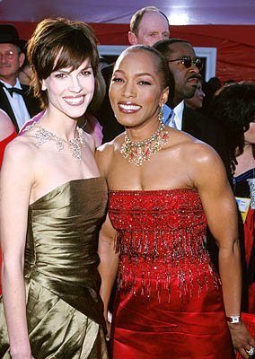 Hilary Swank and Angela Bassett 72nd Annual Academy Awards Los Angeles, CA 3/26/2000