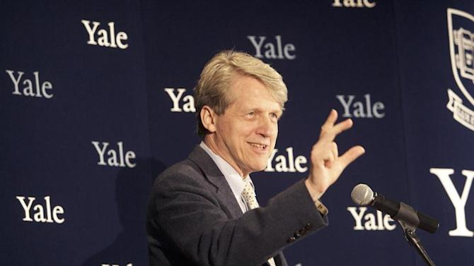 Robert Shiller, one of three American scientists who won the 2013 economics Nobel prize, attends a press conference in New Haven