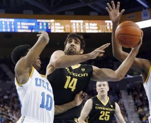 No. 21 Oregon beats No. 24 UCLA 76-67