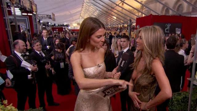 "Actresses scoff at the SAG awards red carpet ""mani cam"""