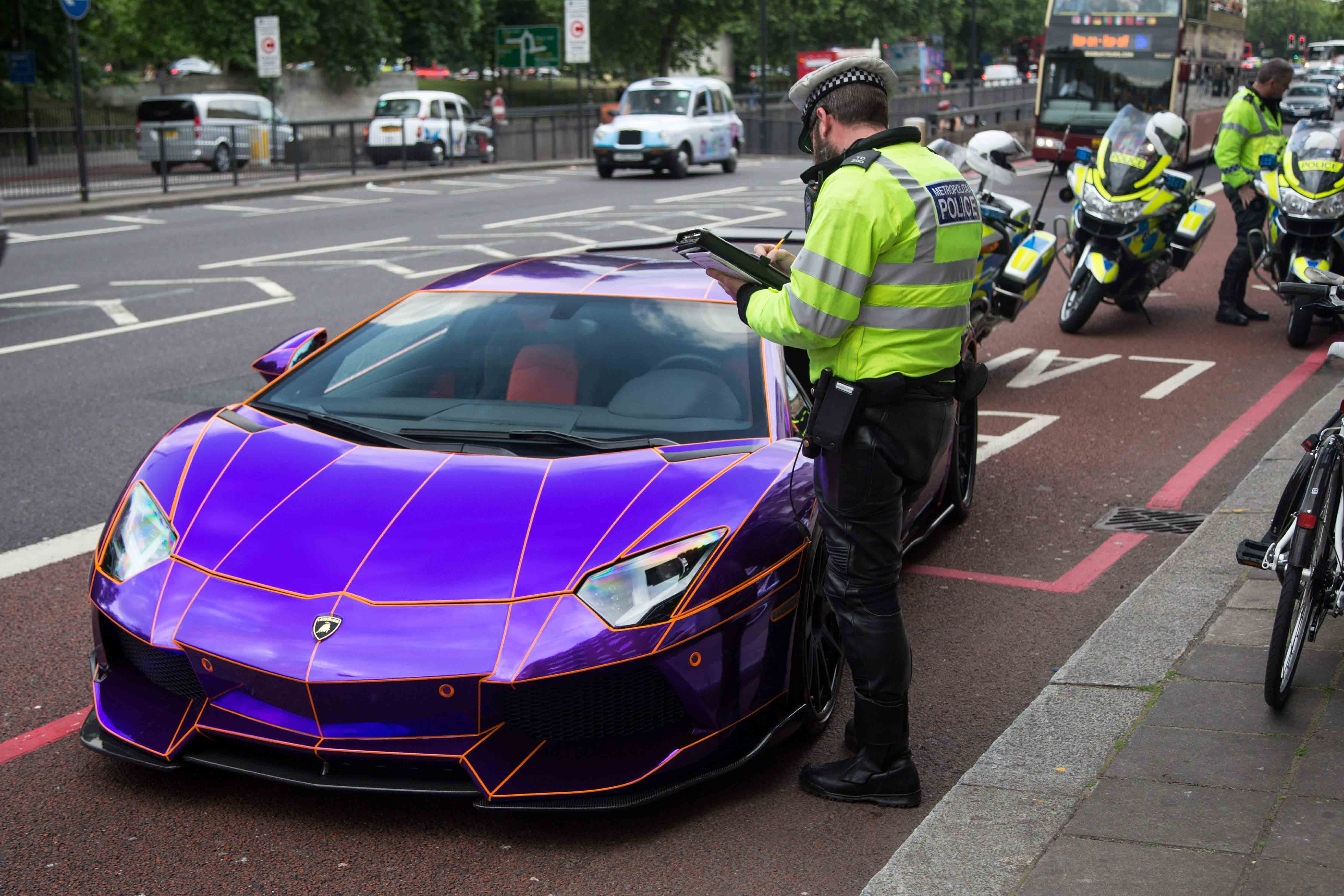 Glow-in-the-dark' Lamborghini seized by London police