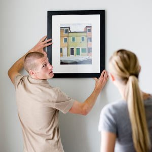 How to properly hang a picture