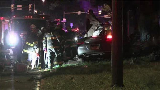 1 dead, 1 injured when car hits tree on Roosevelt Blvd.