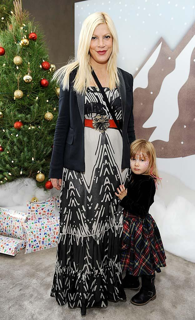 Tori Spelling Stella Santa s Secret Workshop
