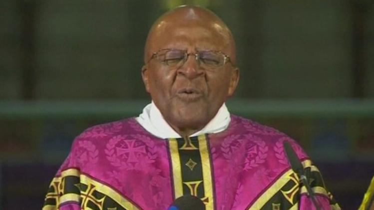 Archbishop Desmond Tutu prays for Mandela's family