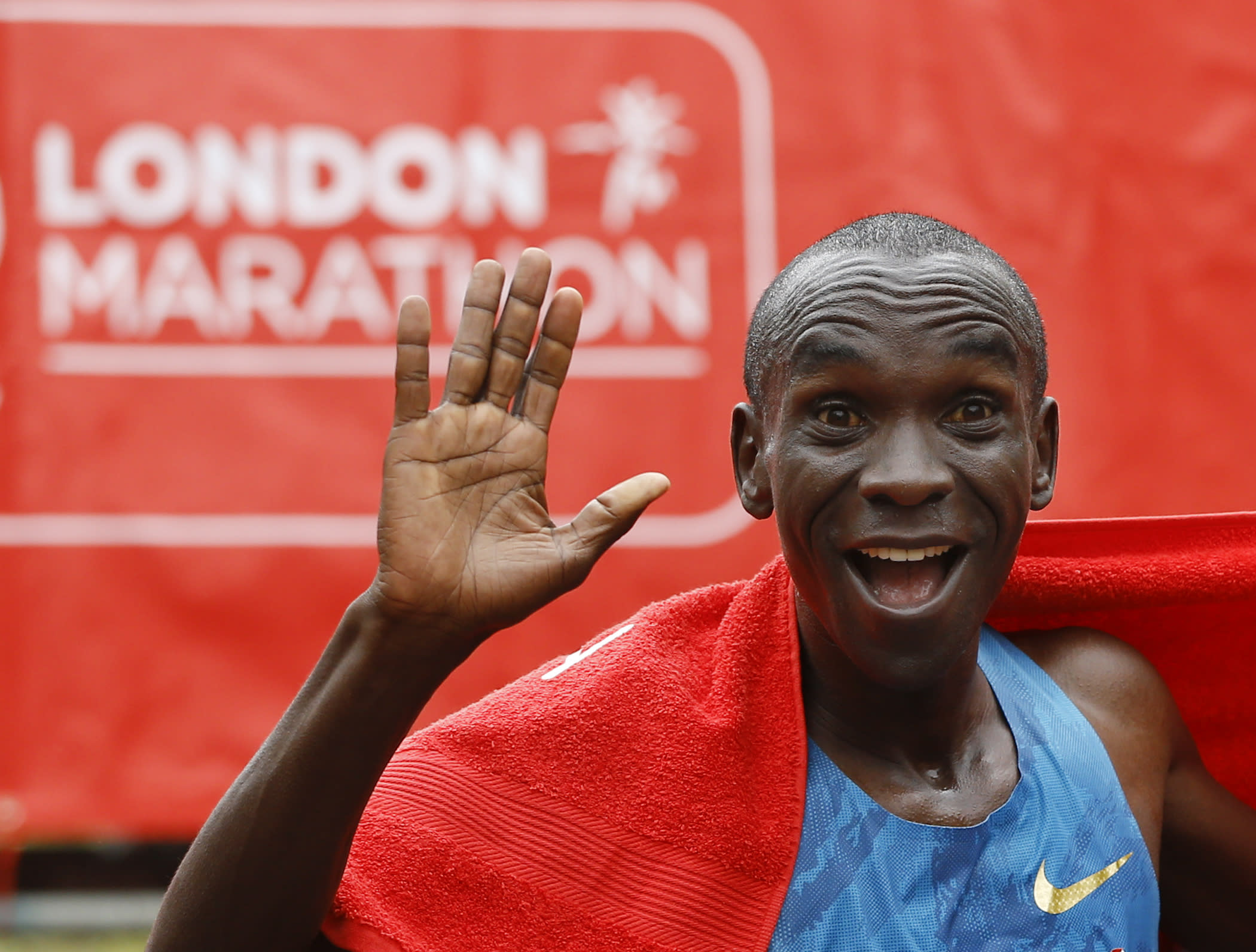 Kipchoge wins his 1st London Marathon in Kenyan top 4