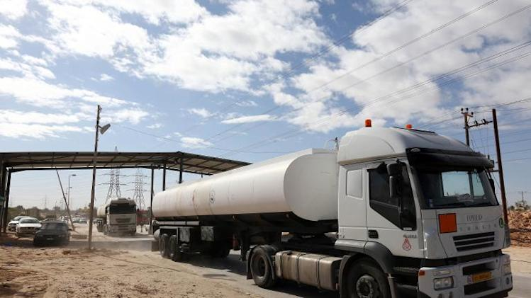 Tanker trucks leave the Zawiya oil refinery on November 13, 2013 after former rebels lifted a three-day blockade of the facility, 40 kilometres west of the Libyan capital Tripoli
