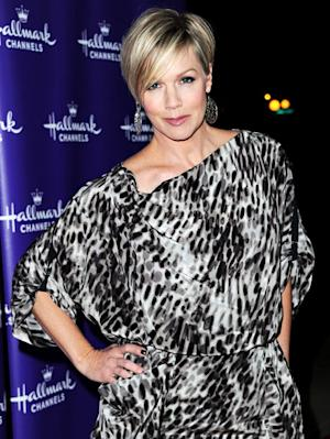 "Jennie Garth Opens Up About Peter Facinelli Divorce: ""It's the Right Thing"""