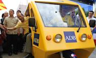 PNoy pushes for electric tricycles