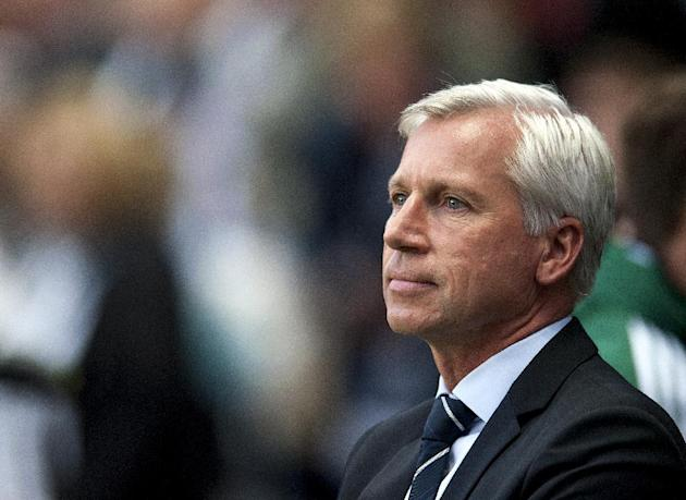 Alan Pardew, pictured, hopes former Newcastle boss Chris Hughton gets a good reception from fans
