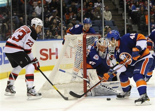 Devils score 2 in final 2 minutes, top Islanders