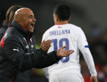 Chile's national soccer coach Jorge Sampaoli shouts to his players during the international friendly soccer match against Germany in Stuttgart March 5, 2014. REUTERS/Wolfgang Rattay