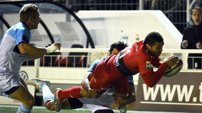 RC Toulon's winger Bryan Habana scores a try during the French Top 14 rugby union match Toulon vs. Bayonne on January 30, 2015 in Toulon, France