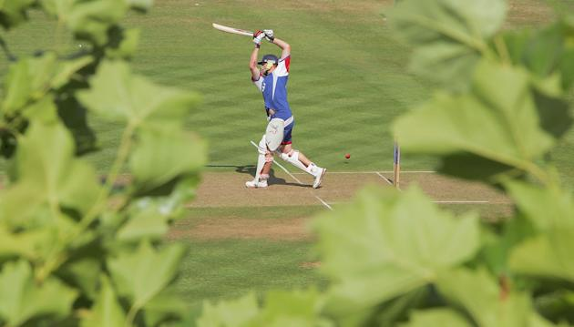 LONDON -  JULY 19:  Andrew Flintoff drives during an England training session at Lord's cricket ground on July 19, 2005 in London. (Photo by Mike Hewitt/Getty Images) *** Local Caption *** Andrew Flin