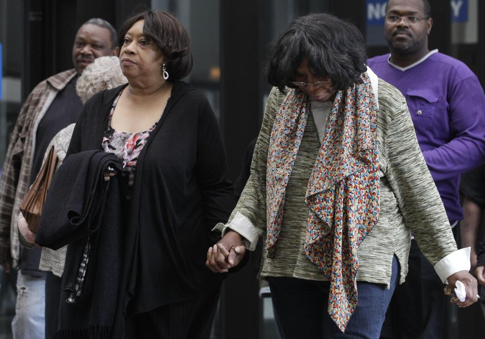 Supporters of Jennifer Hudson arrive at Cook County Criminal Court, Wednesday, May 9, 2012, in Chicago as closing arguments begin in the murder trial of William Balfour. Balfour, is charged in the 2008 murder of Oscar and Grammy winning performer Jennifer Hudson's mother, brother and nephew. (AP Photo/M. Spencer Green)