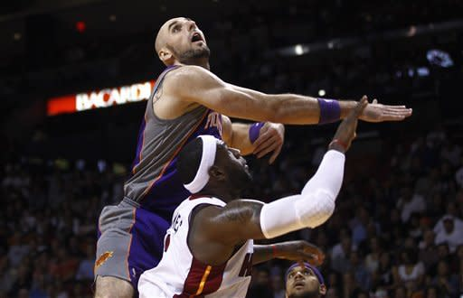 Heat roll past Suns, 124-99
