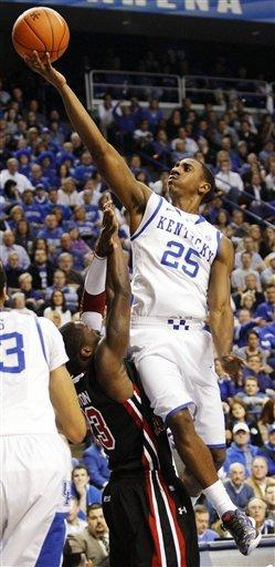 Jones scores 20 as Kentucky rolls over Gamecocks