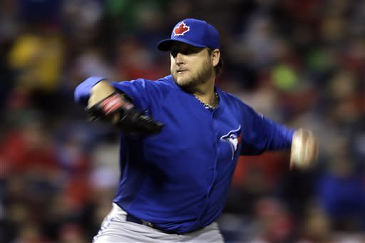 Buehrle, Lee sharp, Blue Jays edge Phillies 1-0