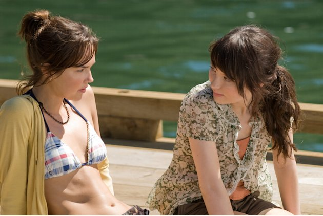 Arielle Kebbel Emily Browning The Uninvited Production Stills DreamWorks 2009